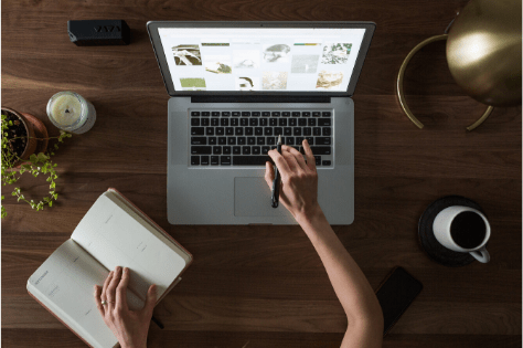 laptop promocja firmy w internecie